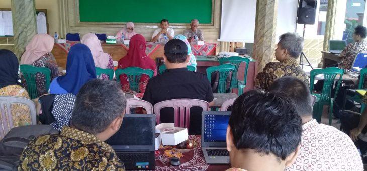 Terapkan Siskeudes, Tiga Perangkat Desa Lenggerong Ikuti Pelatihan Bersama