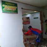 Warga Lenggerong Gotong Royong Renovasi Musholla Al Wakaf